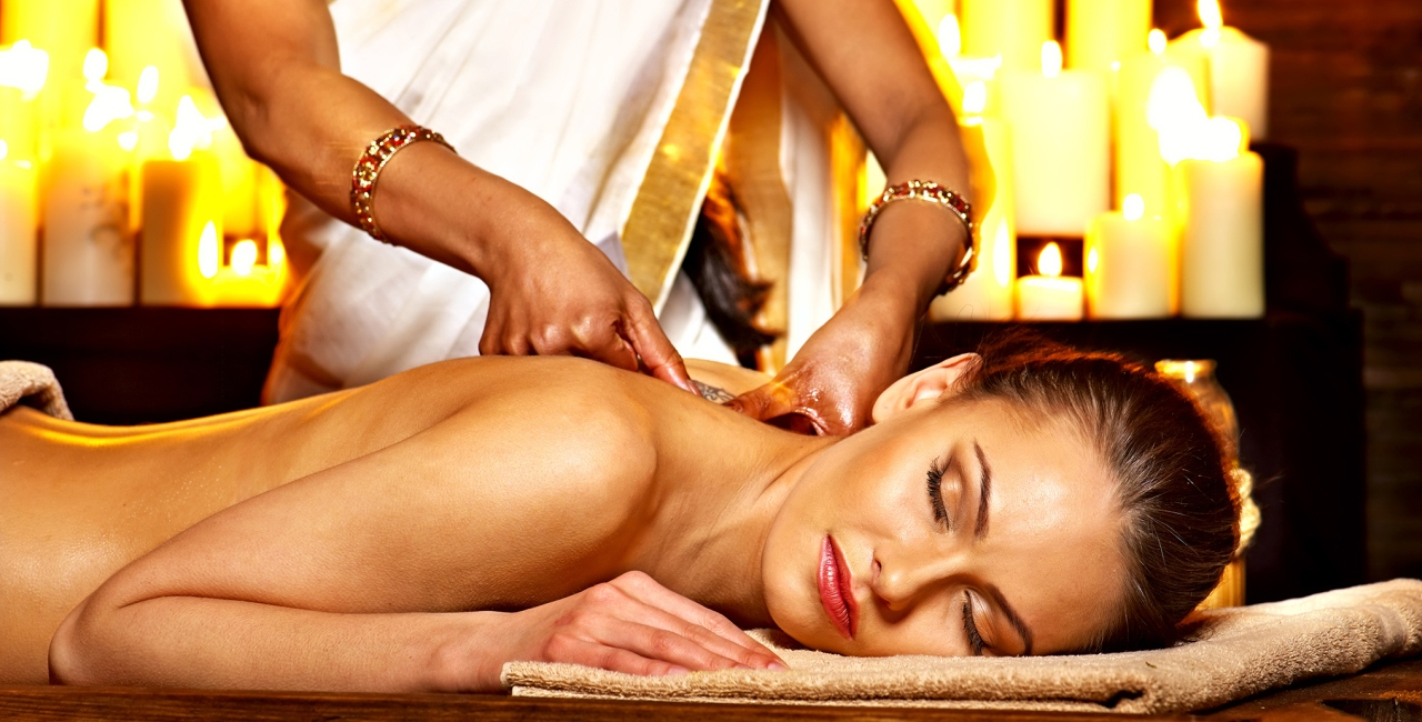 Lomi Lomi Massage in Delhi by Female to Male at Amrita Spa