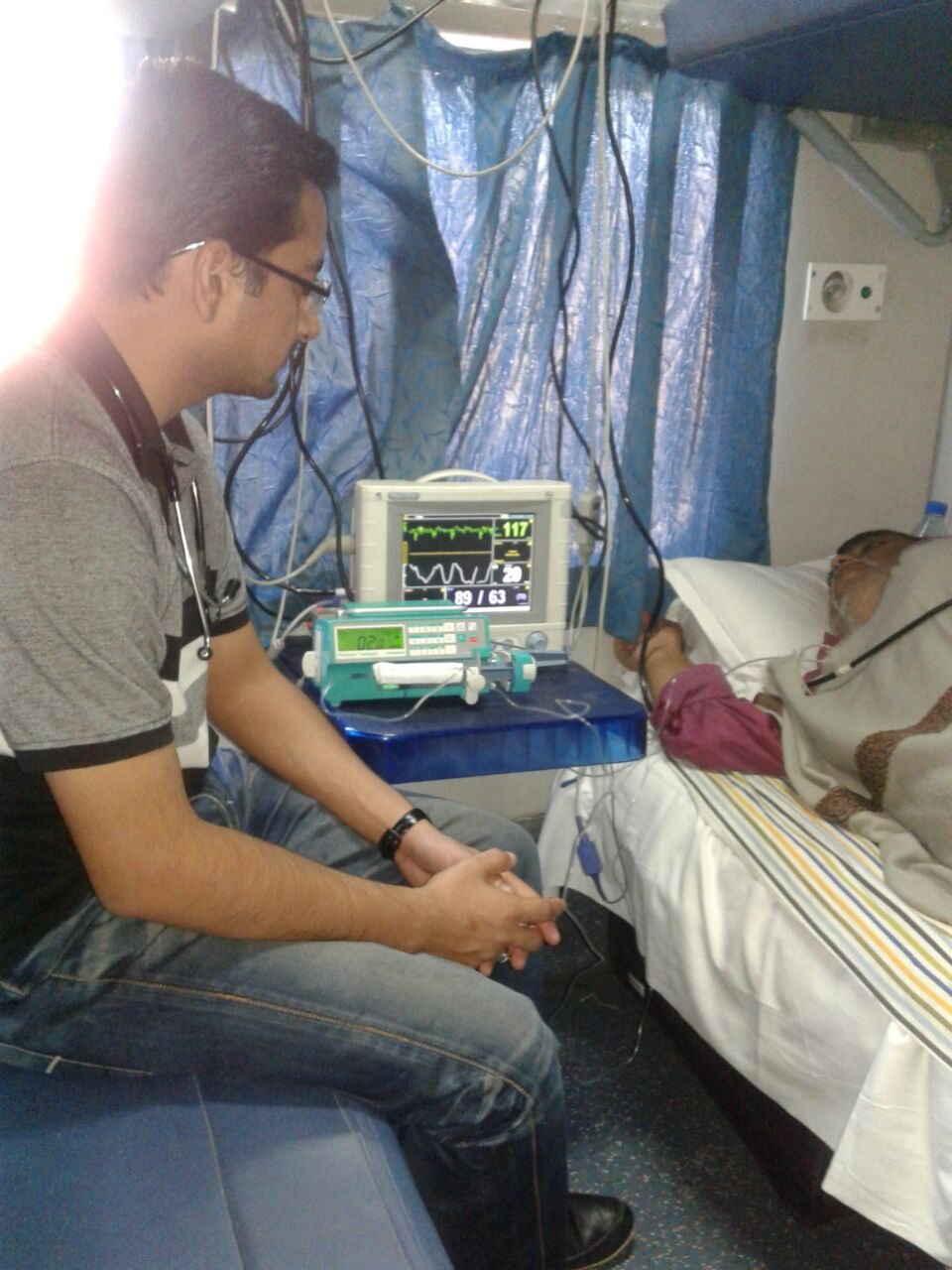 Medivic Aviation Air Ambulance from Patna to Delhi with ICU Service